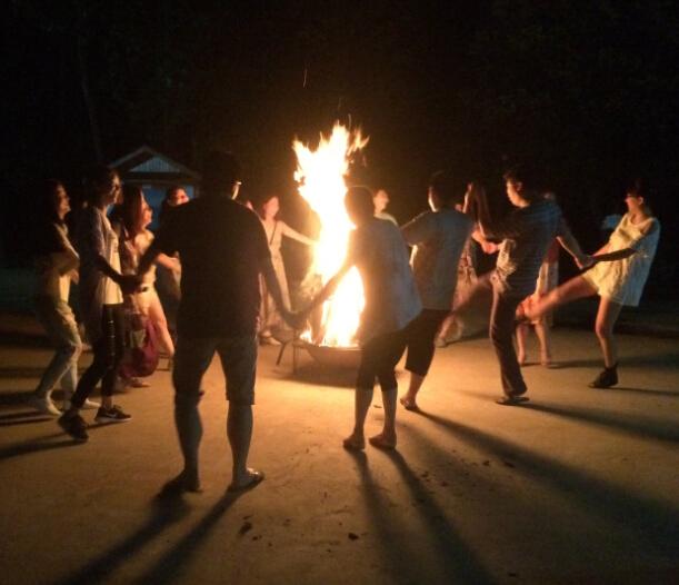集团半年会在杭州市富阳区桐洲岛开展